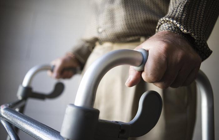 استخدام پرستار سالمند + قیمت
