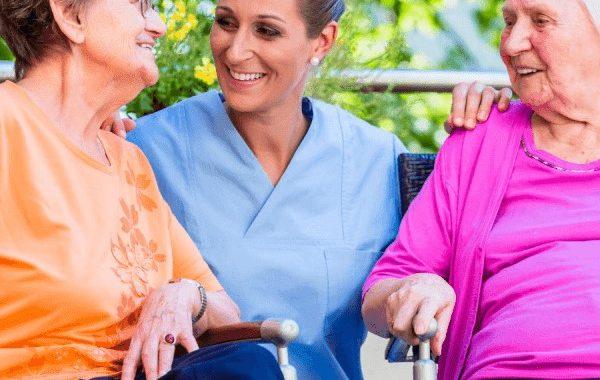 بررسی و راهکار های انتخاب پرستار سالمند در منزل